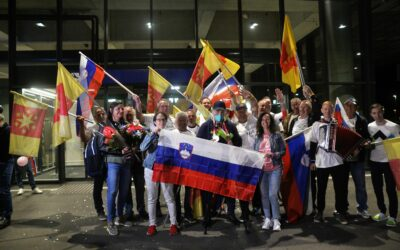 Strelska paralimpijska ekipa z nosilcem dveh medalj prispela domov